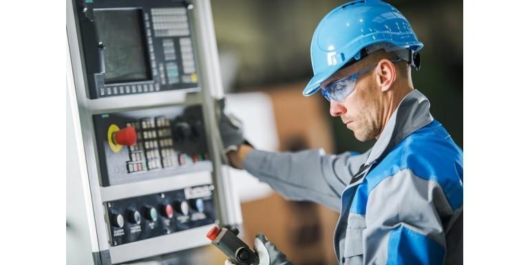 Operator maszyny CNC – specyfika zawodu